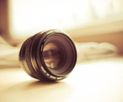 photo-canon-lens-bokeh-picjumbo