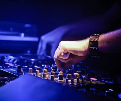 photo-dj-mix-club-hand