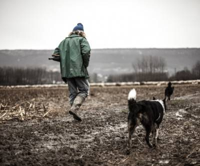 photo-lonely-shepherd-man