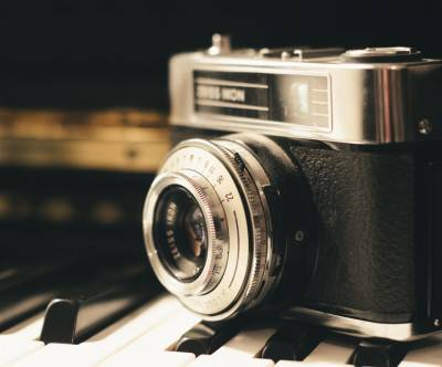 photo-antique-camera-piano-black