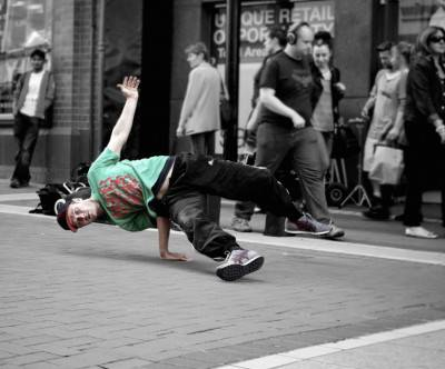 photo-break-dancer-street-performer