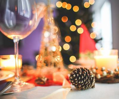 photo-christmas-table-decoration-close-up