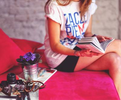 photo-girl-book-flower-camera