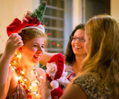 photo-happy-xmas-woman-party
