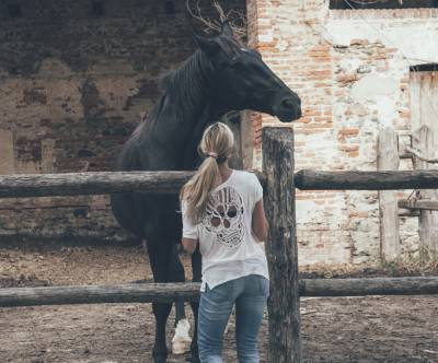 photo-horse-woman-friendship