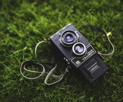 photo-old-camera-grass-vintage