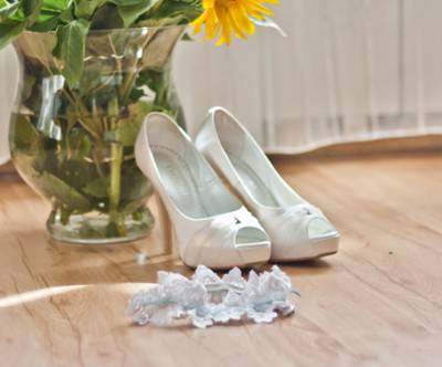 photo-sunflowers-wedding-shoes-garter-