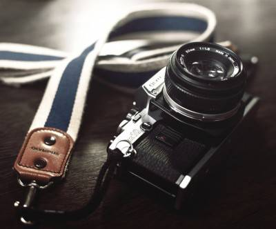 photo-vintage-camera-olumpus-desk