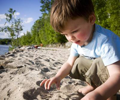 photo-boy-sand-art-and-play