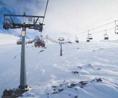 photo-cableway-ski-resort-snow