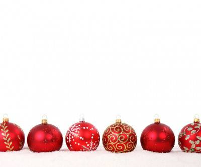 photo-christmas-balls-white-back-alignment