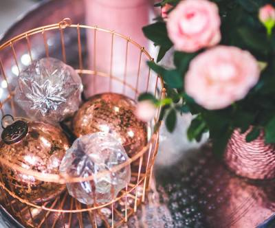 photo-christmas-glass-ball-basket-rose