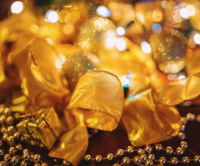 photo-gold-xmas-decoration-ribbon