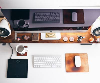 photo-imac-workplace-desk-keyboard