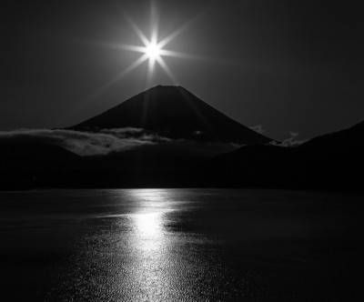 photo-mountain-fuji-monochrome-sun-lake