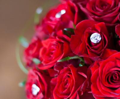 photo-red-roses-bridal-bouquet