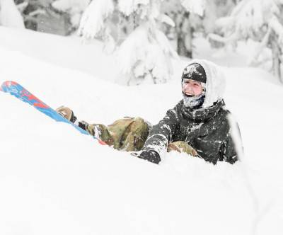 photo-snowboard-boy-smile-white