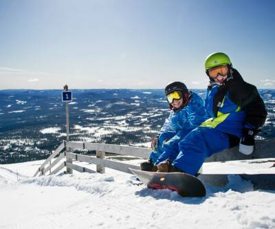 photo-snowboard-boys-blue-sky