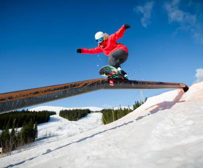 photo-snowboard-jibbing-trick-sky