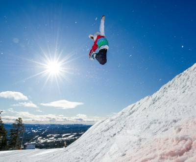 photo-snowboard-jump-blue-sky