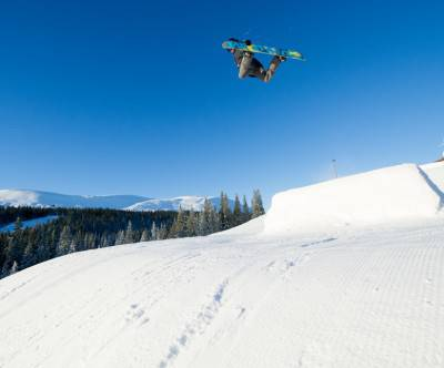 photo-snowboard-jump-trick-sky-cool