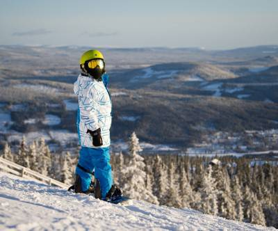 photo-snowboarder-boy-landscape-back