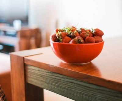 photo-strawberries-table-fruit-bowl