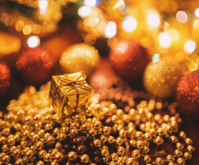 photo-tiny-gold-xmas-gift