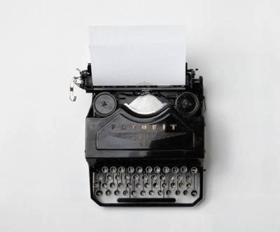 photo-typewriter-whitespace-black-retro