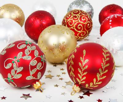 photo-xmas-balls-red-gold-white-silver