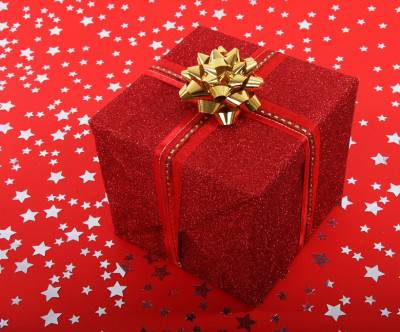 photo-xmas-birthday-present-box-red-ribbon