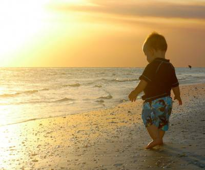 photo-baby-boy-sunshine-sea