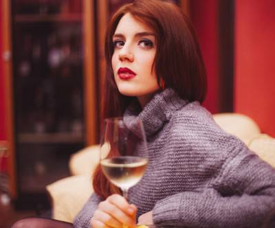 photo-beauty-wine-woman-cool