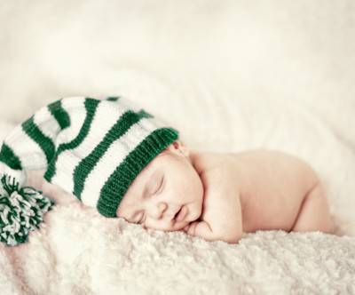 photo-sleepingbaby-knit-cap