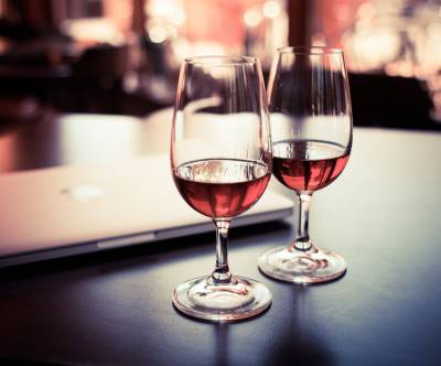photo-two-drink-wine-glass-caffe