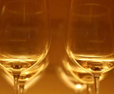 photo-wine-glass-bokeh-beautiful