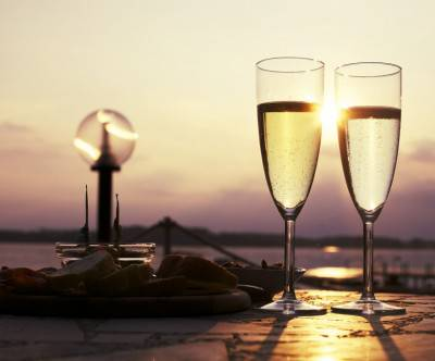 photo-aperitif-drink-glass-prosecco-wine