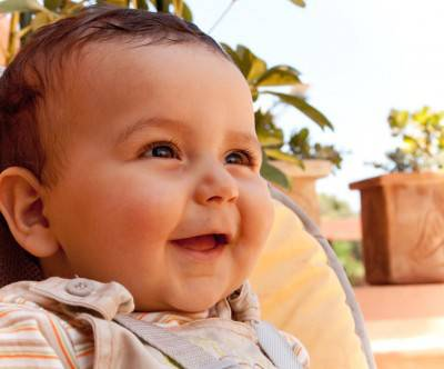 photo-baby-happy-smile-face-outdoor