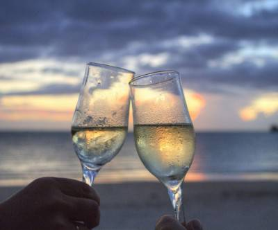 photo-glasses-sparkling-wine-cheers