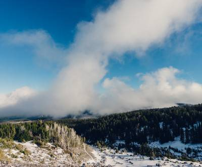 photo-summit-lookout-snow-forest-sky