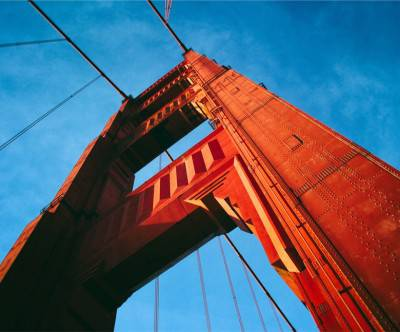 photo-the-golden-gate-bridge-red-blue