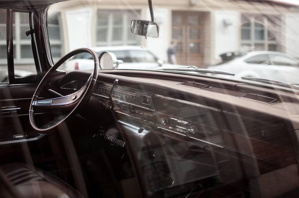 車の運転席周りのインテリアのオシャレな写真