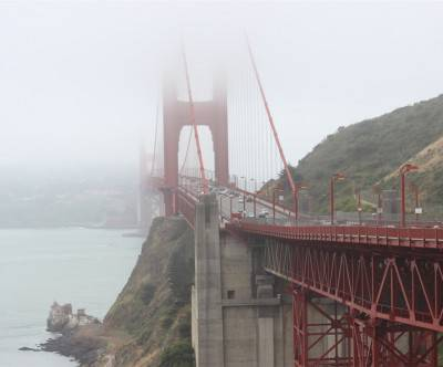 photo-golden-gate-bridge-fog-cars