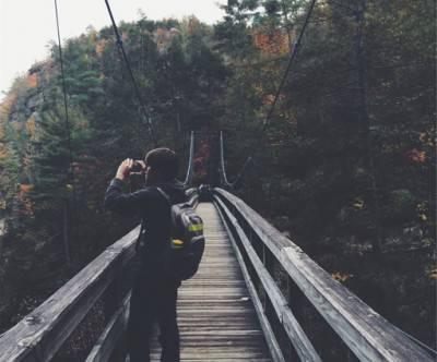 photo-suspension-bridge-forest-backpacker