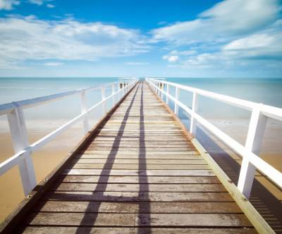 photo-white-pier-bluesky-sea