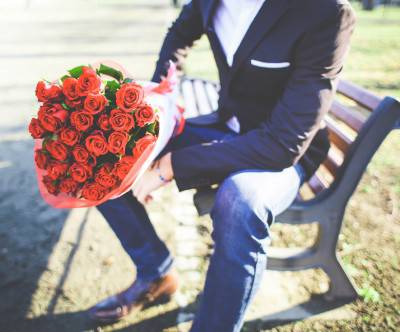 photo-man-with-bouquet-of-roses